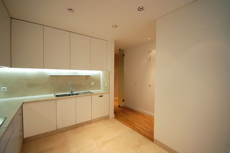 Apartamento em Algés: Cozinhas  por Borges de Macedo, Arquitectura.