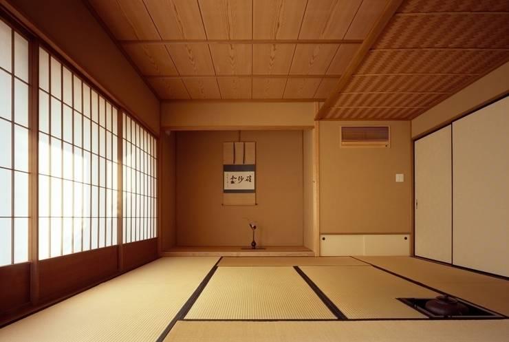 茶室/8畳 : 忘蹄庵建築設計室が手掛けた和室です。