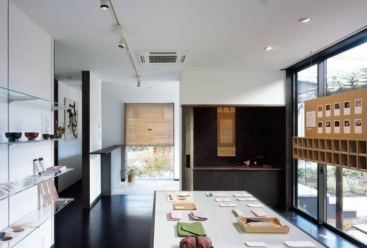 店舗: 忘蹄庵建築設計室が手掛けた商業空間です。