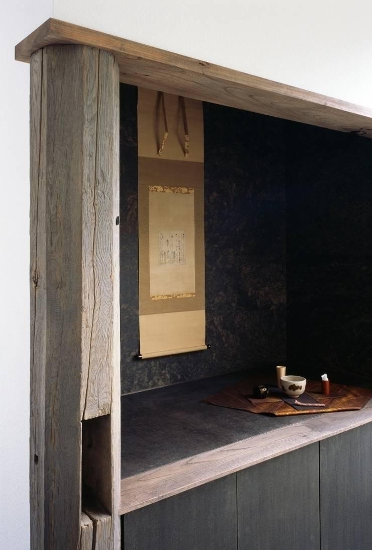 店舗飾り棚: 忘蹄庵建築設計室が手掛けた商業空間です。