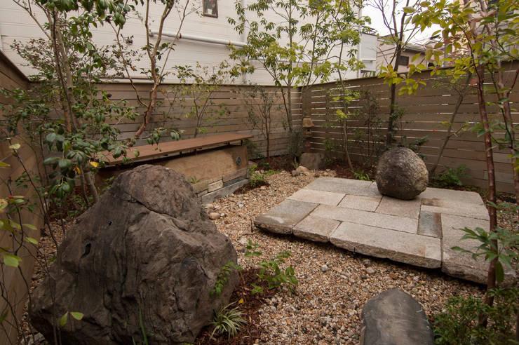 石と土: Garden design office萬葉が手掛けた庭です。