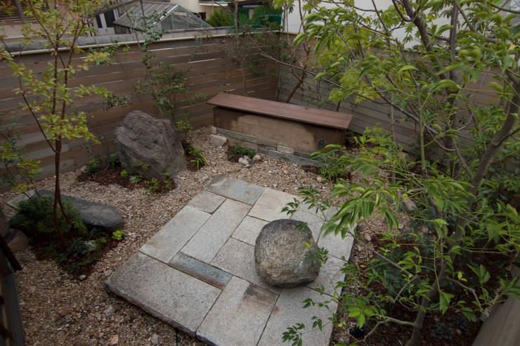 石と土02: Garden design office萬葉が手掛けた庭です。