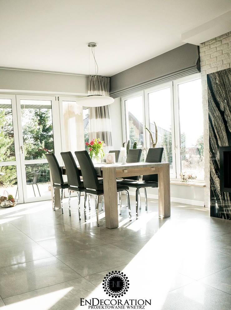 Dom pod Białymstokiem. : styl , w kategorii Salon zaprojektowany przez EnDecoration