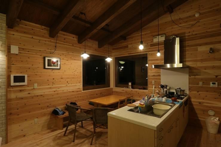 北欧風のキッチン: 一級建築士事務所 クレアシオン・アーキテクツが手掛けたキッチンです。,北欧