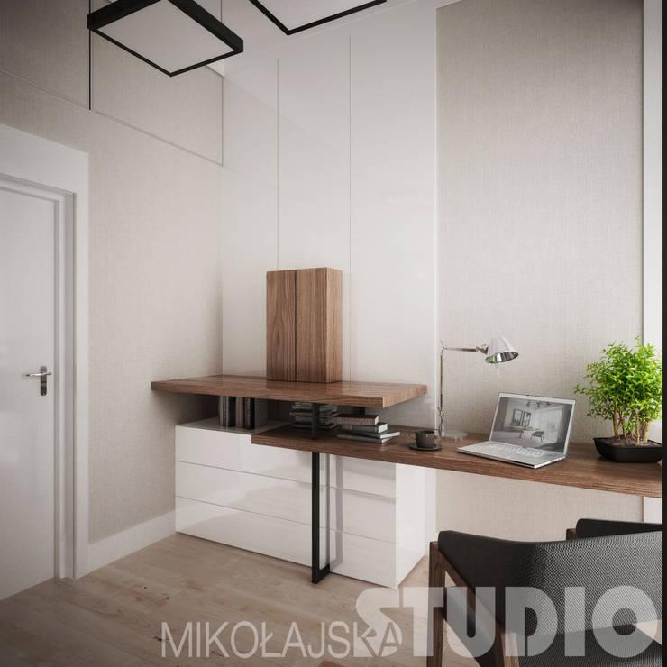 Estudios y despachos de estilo moderno de MIKOŁAJSKAstudio Moderno