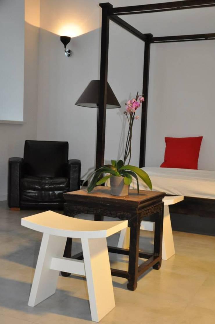 Loft Łódź: styl , w kategorii Salon zaprojektowany przez OMII. Agata Słoma