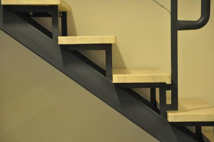 Loft Łódź: styl , w kategorii Korytarz, przedpokój zaprojektowany przez OMII. Agata Słoma