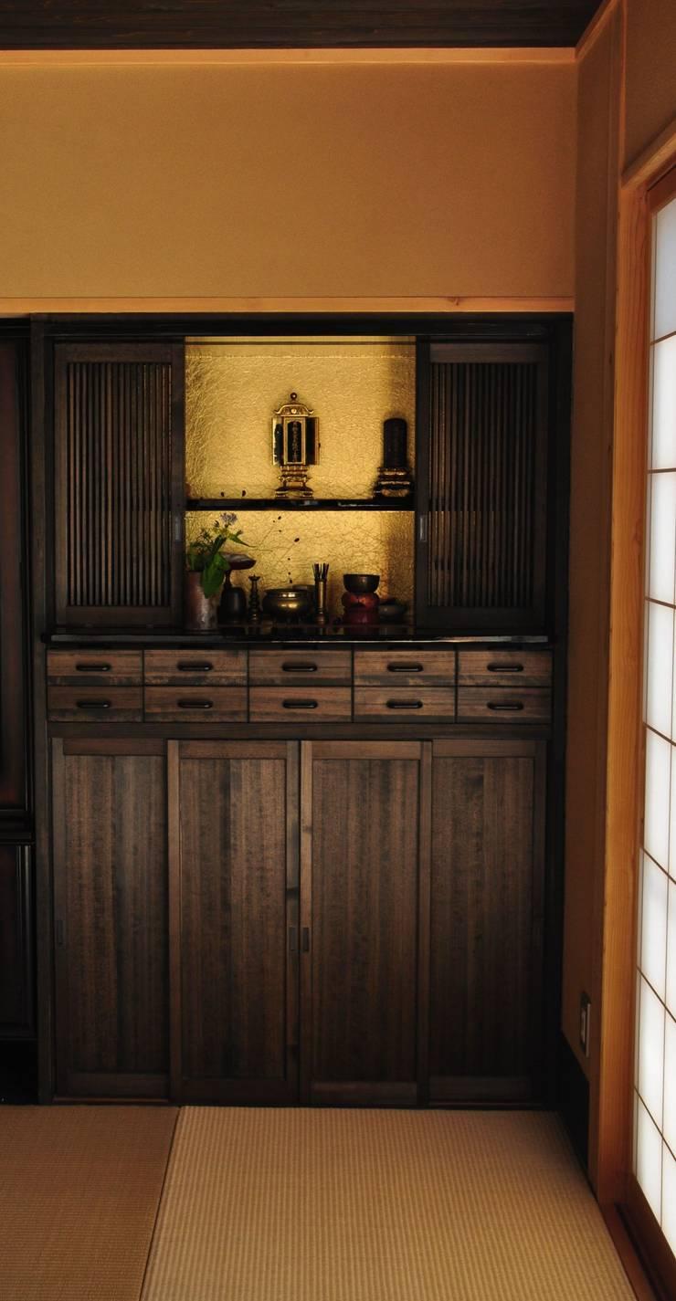 先祖礼拝用の造り仏壇: 樹・中村昌平建築事務所が手掛けたアートです。