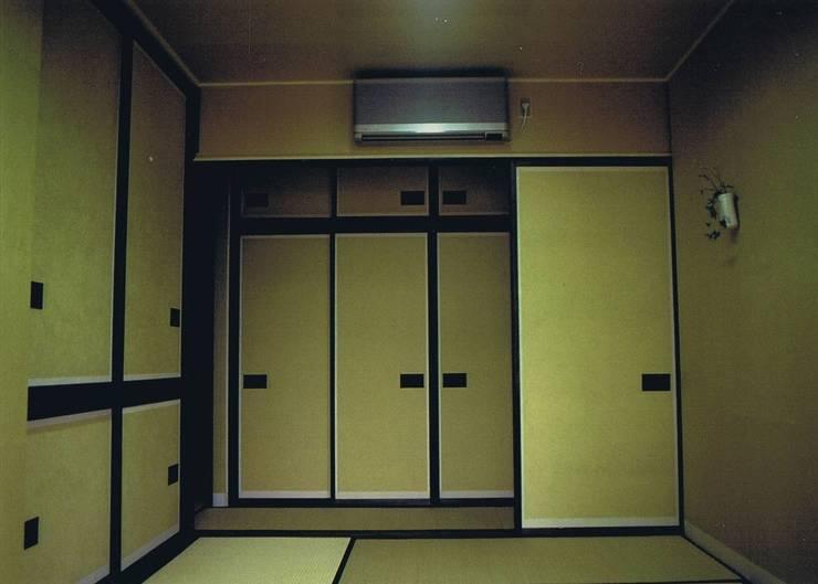 寝室(黄色が主役・引き立て役=余白が未ざらしの白): 樹・中村昌平建築事務所が手掛けた寝室です。