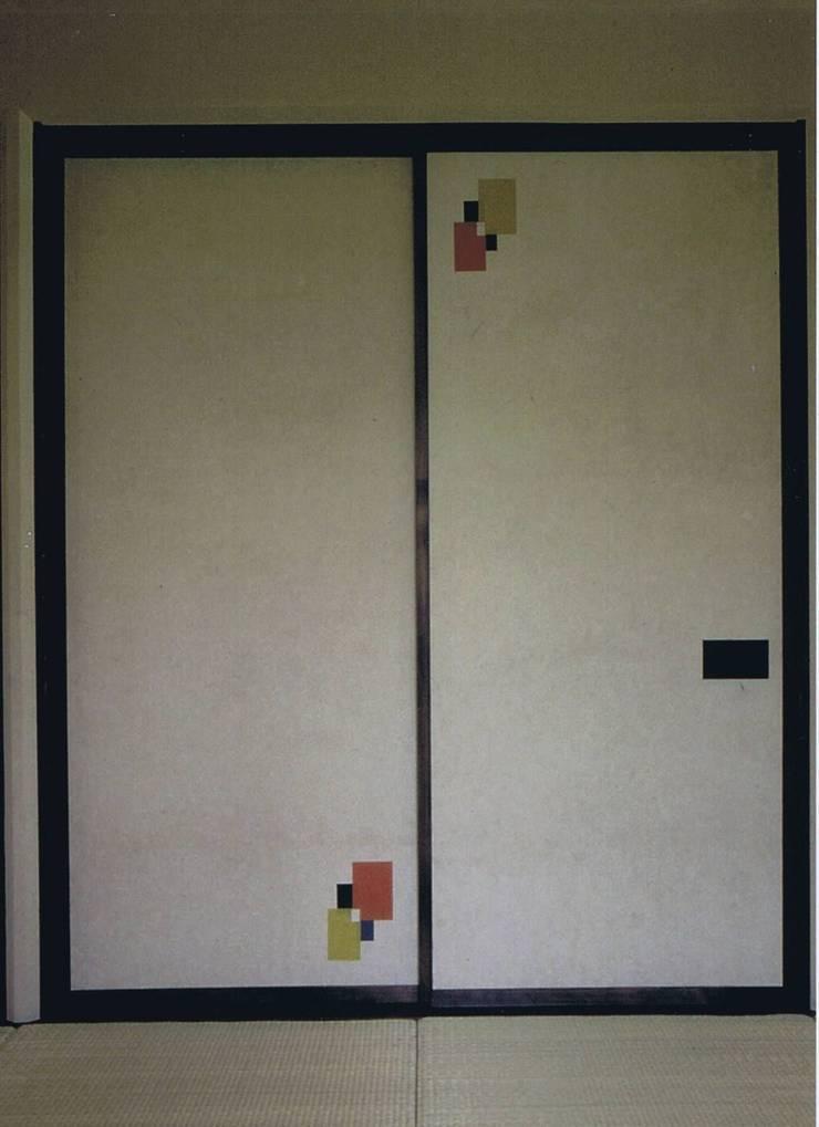 ふすま主役未ざらし白・引き立て役赤・黄・青・黒そして白の五色: 樹・中村昌平建築事務所が手掛けた窓&ドアです。
