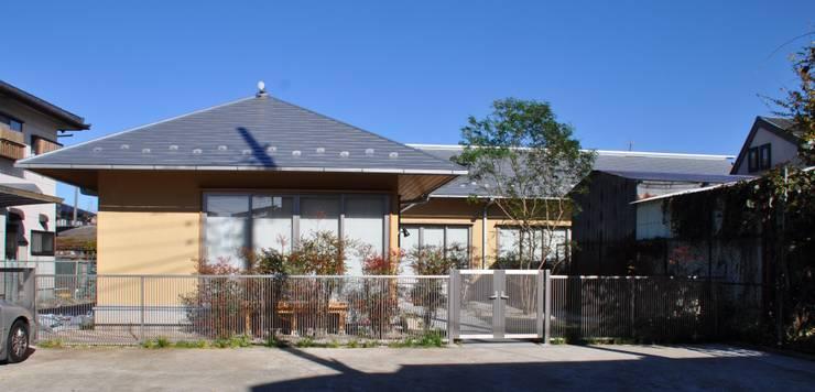 南外観: 樹・中村昌平建築事務所が手掛けた家です。
