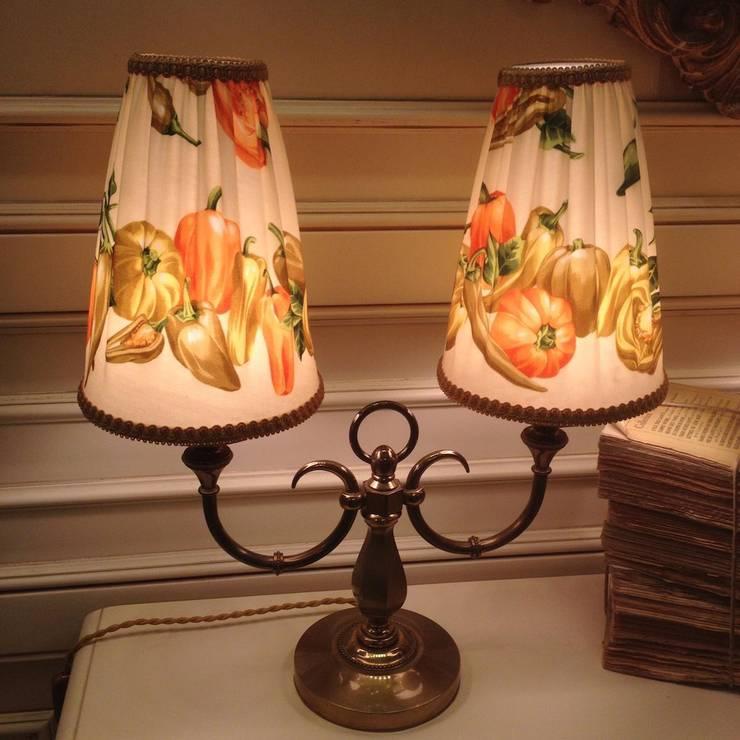 Парные настольные лампы из бронзы, ручная работа, Франция.: Спальная комната  в . Автор – NICE CATCH