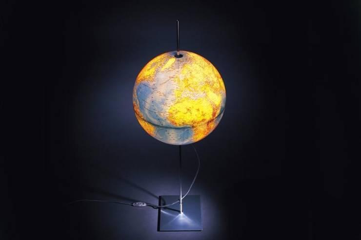 """Настольная лампа"""" Глобус"""" . Фабрика Radius.Материал: сталь, алюминий, пластик. Дизайн Michael Rösing.: Рабочий кабинет  в . Автор – NICE CATCH"""