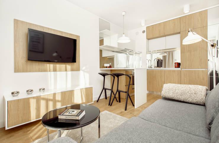NADWIŚLAŃSKA 11 – 31m2: styl , w kategorii Salon zaprojektowany przez UNQO,