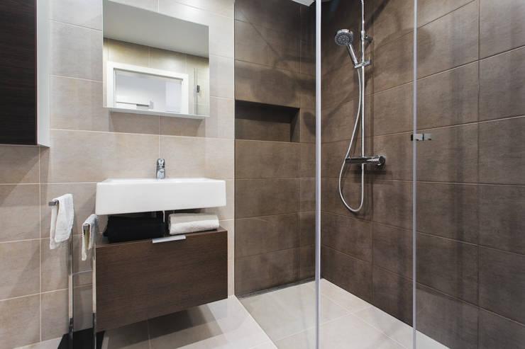 NADWIŚLAŃSKA 11 – 36m2: styl , w kategorii Łazienka zaprojektowany przez UNQO