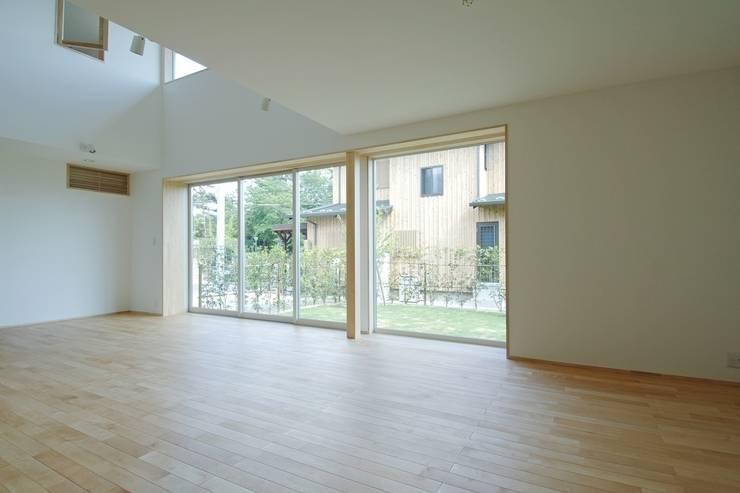八龍の家 / House in Hachiryu : 市原忍建築設計事務所 / Shinobu Ichihara Architectsが手掛けたリビングです。,モダン