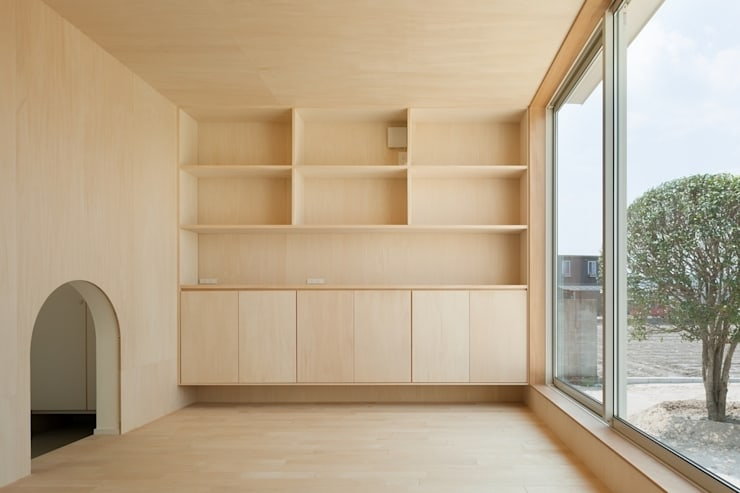 3つの屋根 / Triple Roof: 市原忍建築設計事務所 / Shinobu Ichihara Architectsが手掛けたダイニングです。