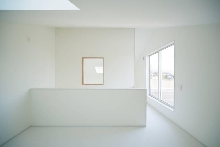 3つの屋根 / Triple Roof: 市原忍建築設計事務所 / Shinobu Ichihara Architectsが手掛けた子供部屋です。