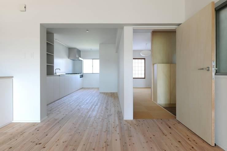 池下の家 / House in Ikeshita: 市原忍建築設計事務所 / Shinobu Ichihara Architectsが手掛けたキッチンです。