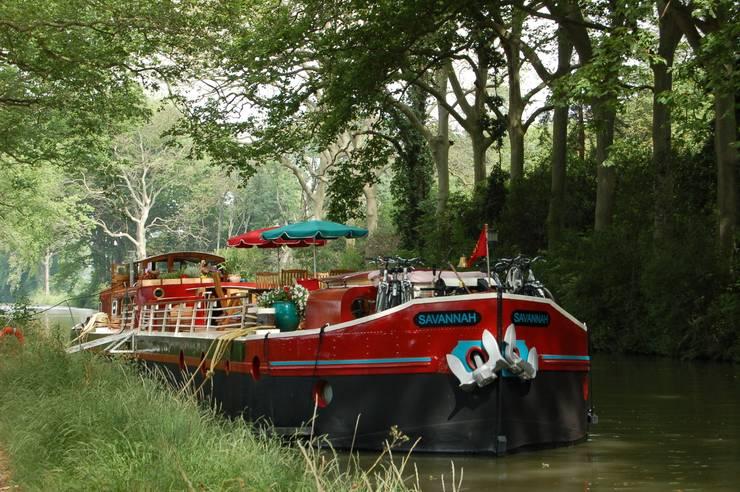 Péniche Savannah sur le Canal du Midi: Yachts & Jets de style  par ID SPACE