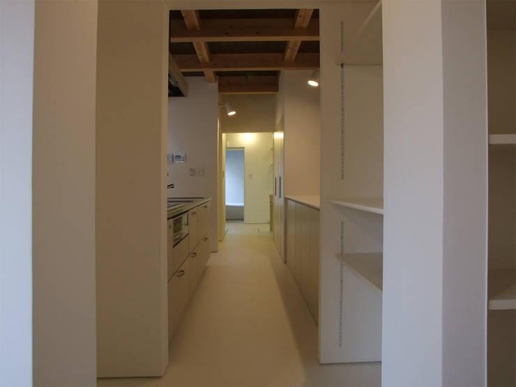 キッチン: 岩瀬隆広建築設計が手掛けたキッチンです。