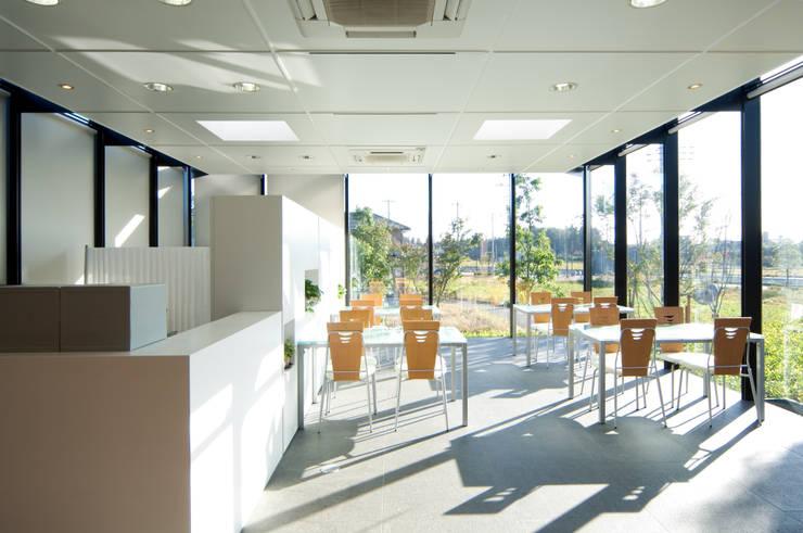 霊園 動線と視線の行く先の演出 N Project: DESIGN  OFFICE  oppositionが手掛けた商業空間です。,クラシック