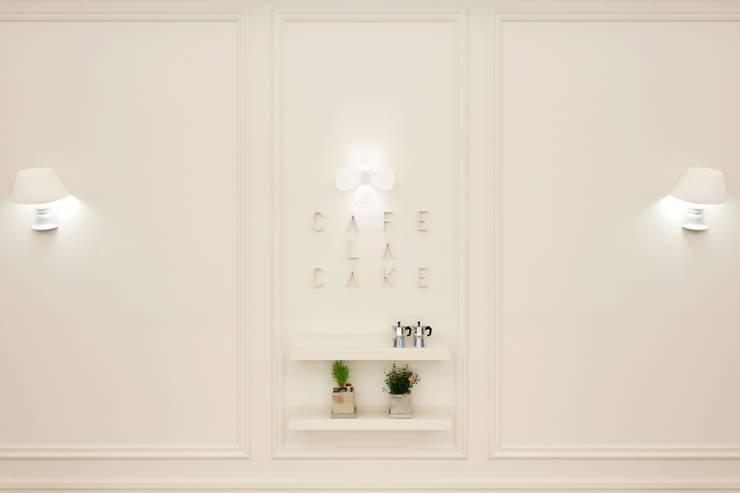 대표로고의 일부인 꽃잎을 이용한 조명: Design m4의  상업 공간,모던