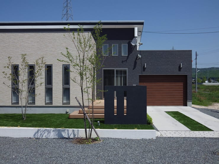 exterior Y-house.〈ガーデン+デッキテラス〉: フラワーチルドレン(Flower children )が手掛けた庭です。