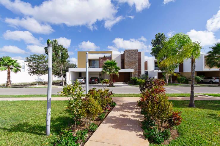 Casas de estilo  por Enrique Cabrera Arquitecto