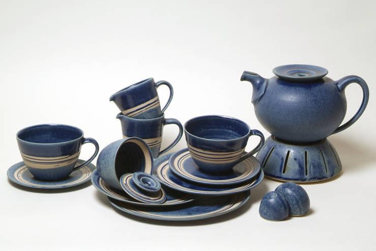 Landhaus Geschirr  Blau: landhausstil Esszimmer von Keramikwerkstatt Susanne Behrens