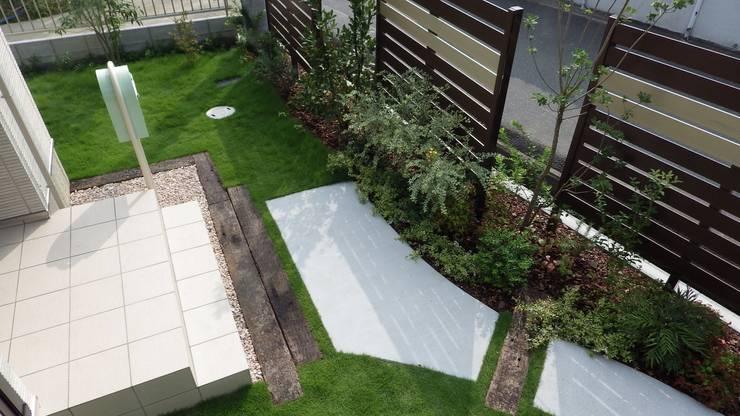 garden O-hause.〈アプローチ+植栽〉: フラワーチルドレン(Flower children )が手掛けた庭です。