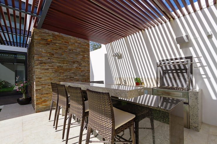 Terrace by Enrique Cabrera Arquitecto