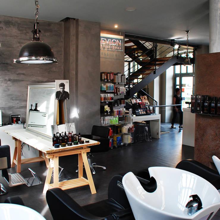 Espace KRST: Locaux commerciaux & Magasins de style  par BIENSÜR Architecture
