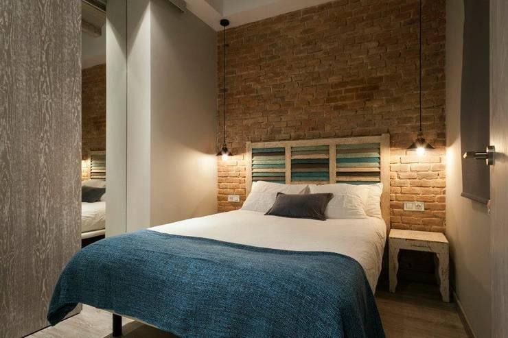 Habitación 2: Dormitorios de estilo  de Time2dsign