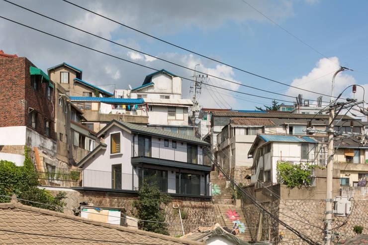목인헌(木仁軒): HANMEI - LEECHUNGKEE의  주택