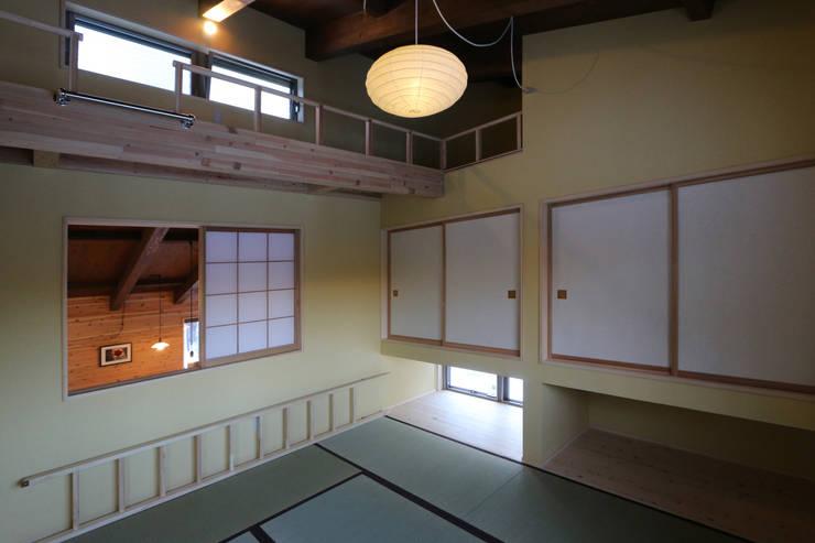 遊び心のある和室: 一級建築士事務所 クレアシオン・アーキテクツが手掛けた和室です。,モダン