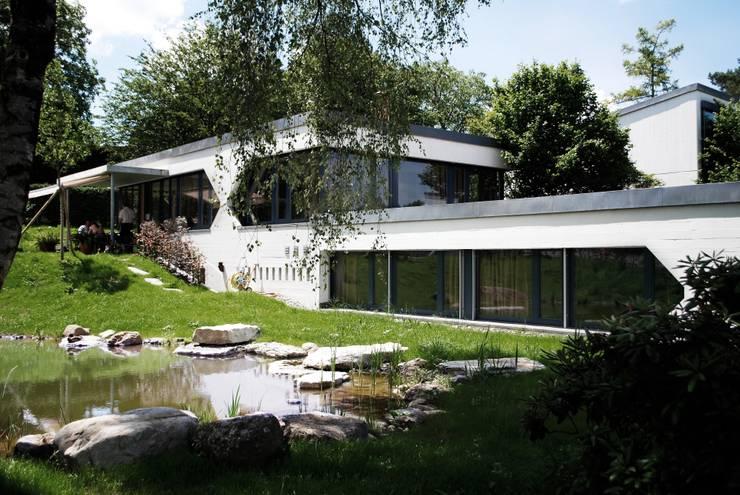 Umnutzung Gewerbe zu EFH Gockhausen:   von Beat Nievergelt GmbH Architekt