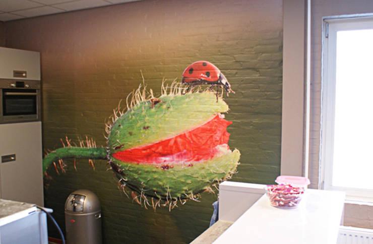 Fotobehang: Insect-en-plant:  Keuken door kleurmijninterieur.nl, Tropisch