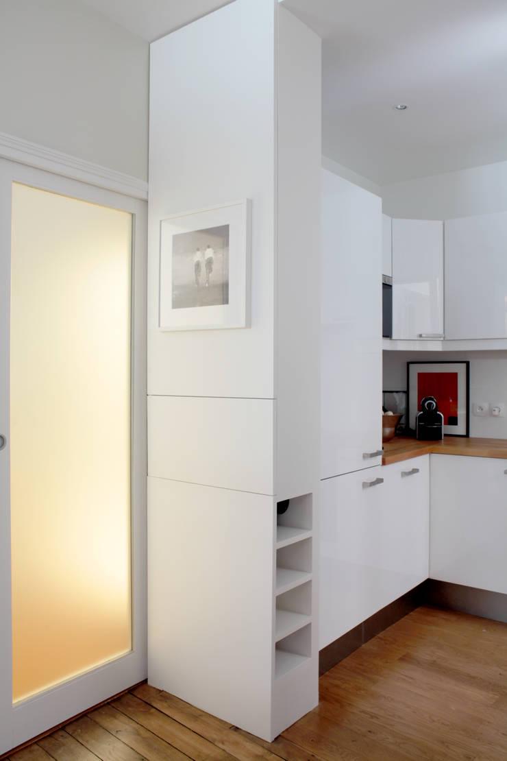 Kitchen by MadaM Architecture, Modern