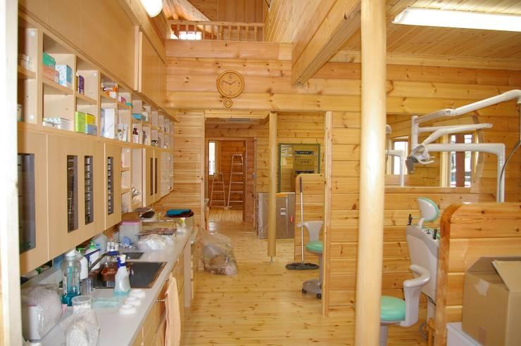 ログハウス歯科医院: 有限会社 ネオ設計事務所が手掛けた医療機関です。