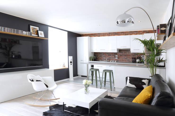 Aménagement d'un appartement de 60m² - Nanterre: Salon de style  par MadaM Architecture