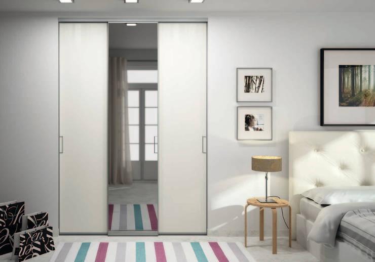 Porte de placard sur-mesure solo avec miroir - Ivroire Griffé: Fenêtres & Portes de style  par Centimetre.com