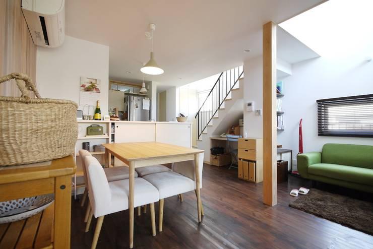 造作カウンターのダイニングキッチン: 池田デザイン室(一級建築士事務所)が手掛けたダイニングです。