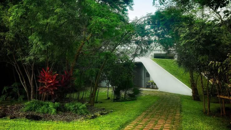 Jardines de estilo moderno por sanzpont [arquitectura]