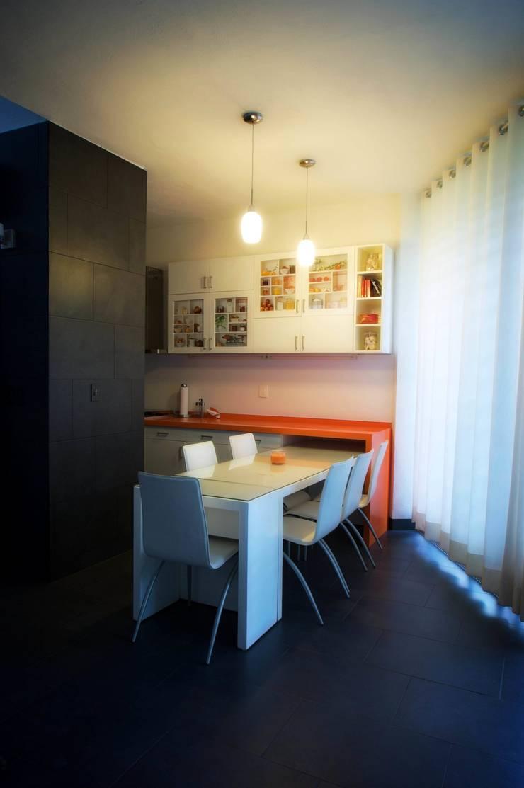 Modern dining room by sanzpont [arquitectura] Modern