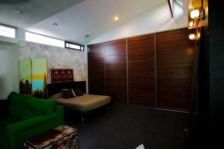 Dormitorios de estilo moderno de sanzpont [arquitectura]