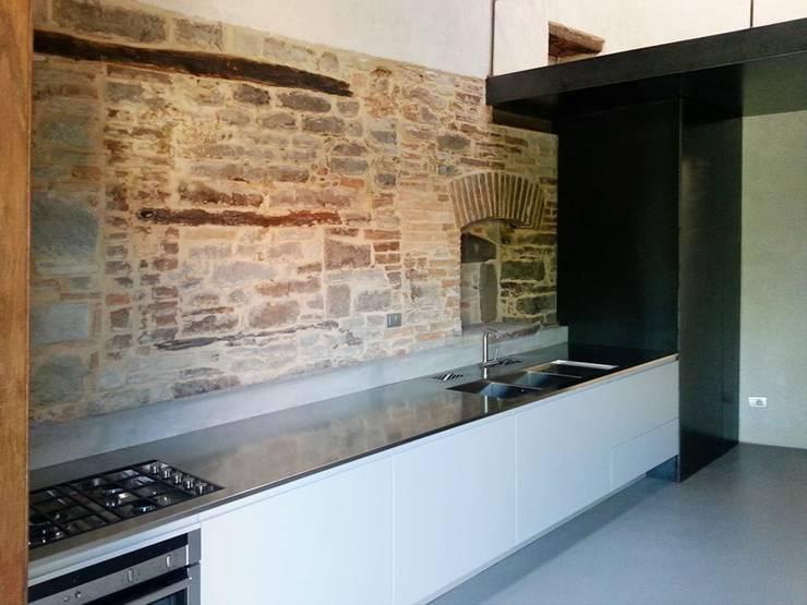 Cocinas de estilo  por DPd Delogu Pettini Architetti Associati