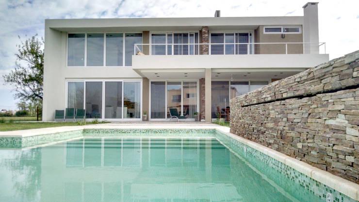 CASA HARAS SANTA MARIA: Casas de estilo  por Estudio Arqt