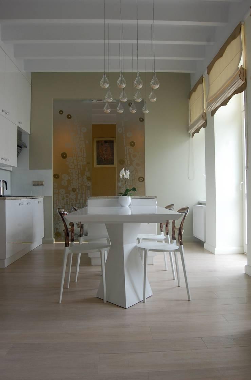 Apartament Cesarski: styl , w kategorii Salon zaprojektowany przez Architektura Wnętrza,