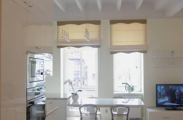 Apartament Cesarski: styl , w kategorii Ściany zaprojektowany przez Architektura Wnętrza,